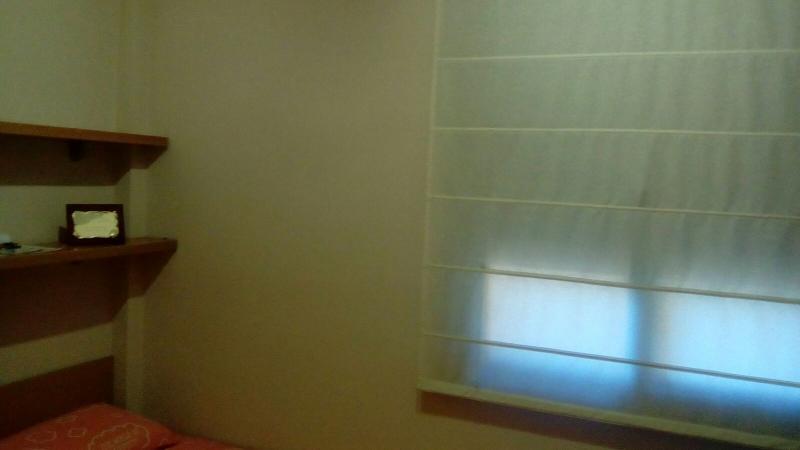 Habitaci n con cama individual en un piso de 4 for Piso 1 habitacion barcelona