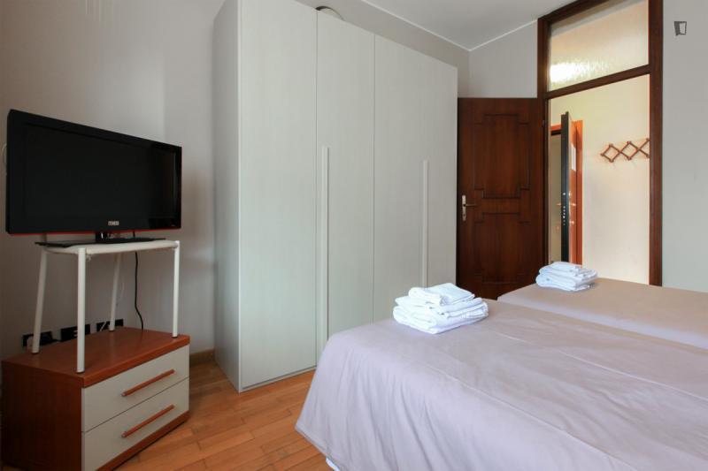 einem bett in zimmer mit zwei betten in 2 raumwohnung ref 53103 550 mit rechnungen. Black Bedroom Furniture Sets. Home Design Ideas