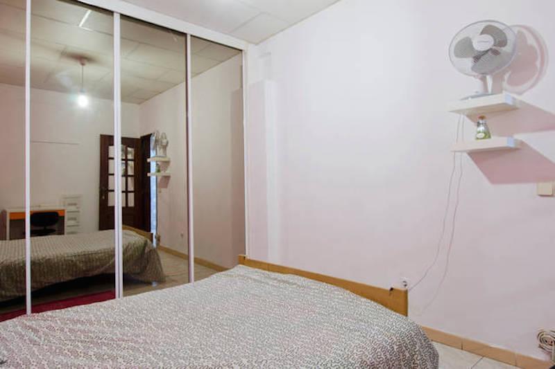 Quarto com cama de casal em apartamento com 4 quartos (ref  ~ Quarto Casal Lisboa Arrendar
